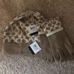 NWT Coach signature camel tech gloves and hat set